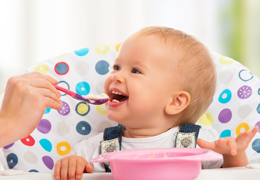 Careful Teachers Introduce Baby's First Foods